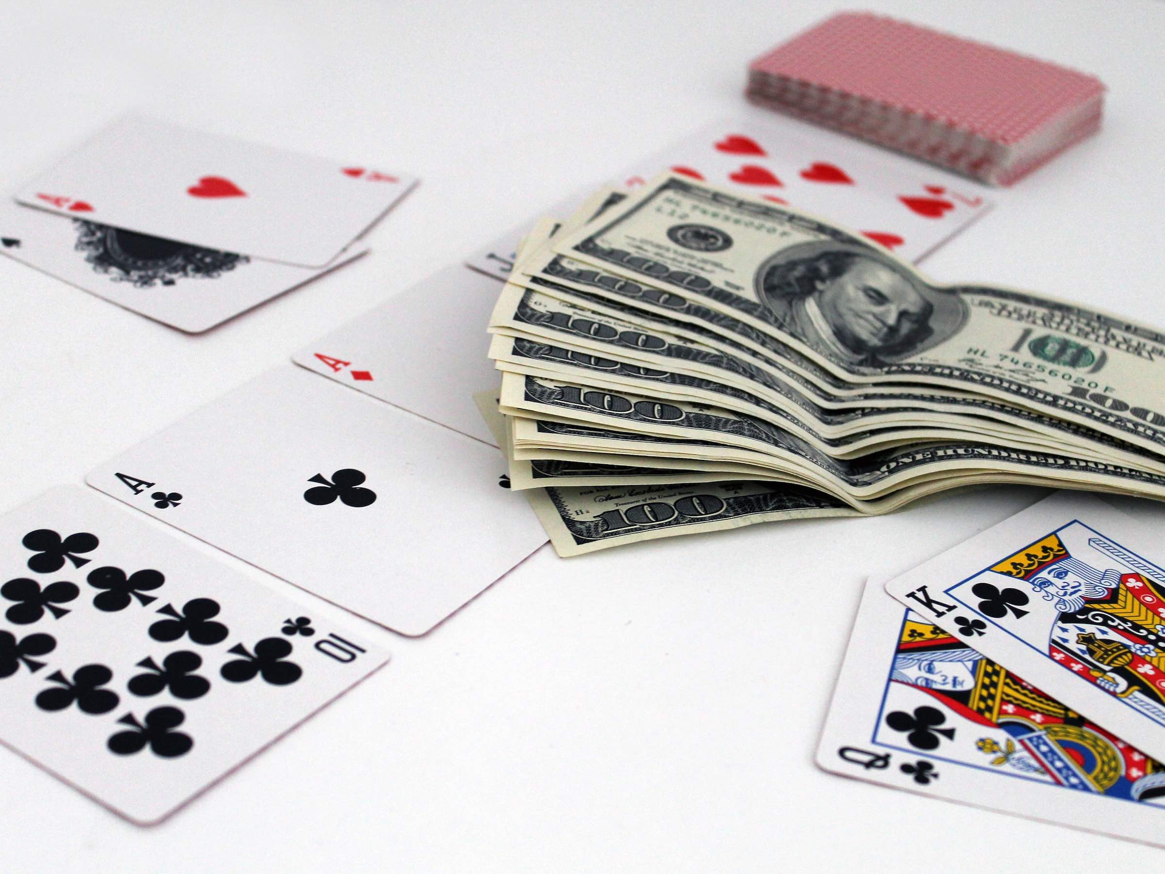 These are tips for winning playing Domino online and the kinds of bonuses offered